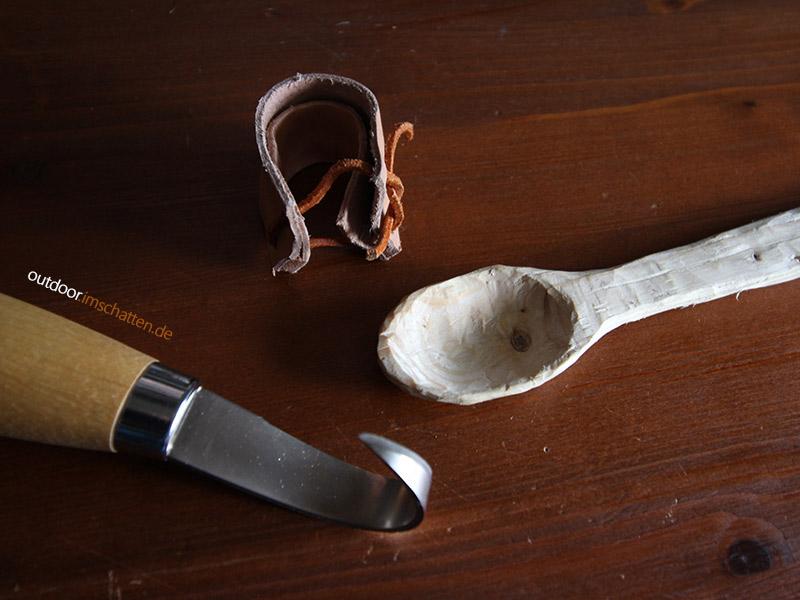 Schnitzmesser und Löffel